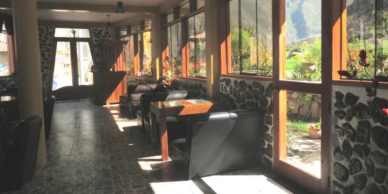 Guest Table - Peru Quechuas Lodge Ollantaytambo 800x400