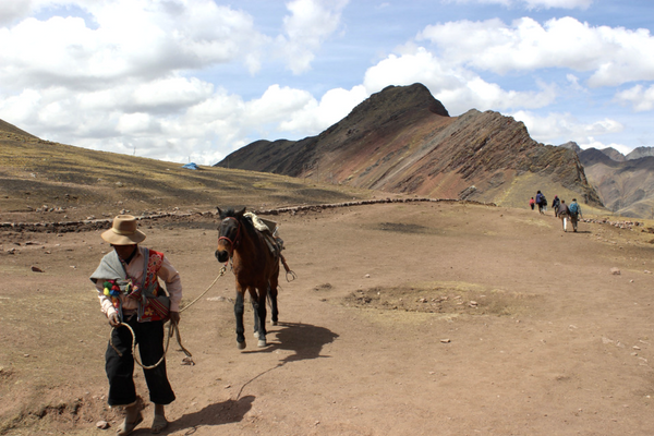 Hike to Roainbow Mountain - Peru Quechuas Lodge Ollantaytambo 600x400