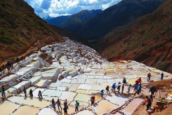 Maras Inca Salt Mine - Peru Quechuas Lodge Ollantaytambo 600x400