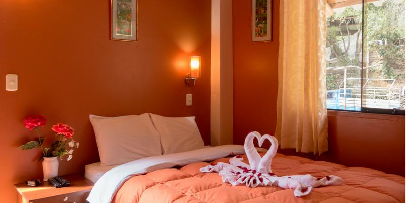 Matrimonial Room - Peru Quechuas Lodge Ollantaytambo 800x400