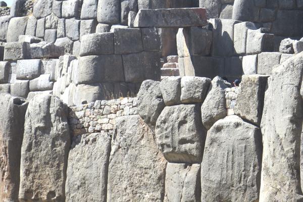 Sacsayhuaman - Peru Quechuas Lodge Ollantaytambo 600x400