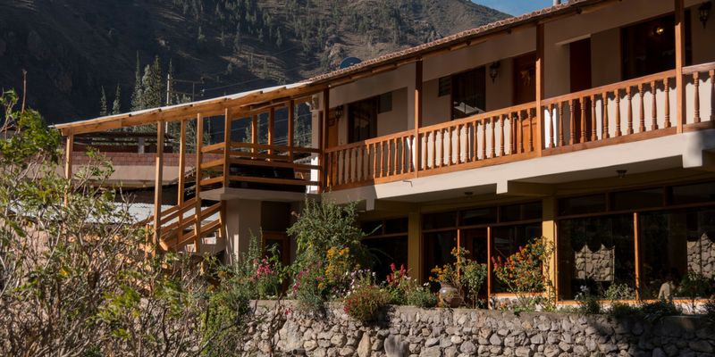 The Lodge from outside - Peru Quechuas Lodge Ollantaytambo 600x400