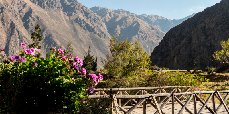 The view on the mountains - Peru Quechuas Lodge Ollantaytambo 600x400