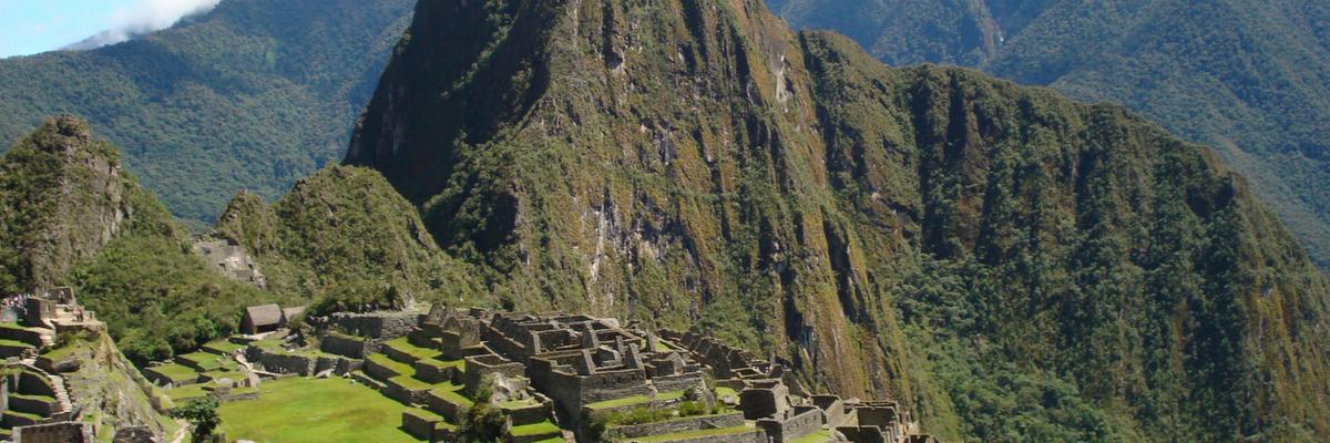 Cultural-Roundtrip-Peru-Peru-Quechuas-Lodge-Ollantaytambo-1200x400